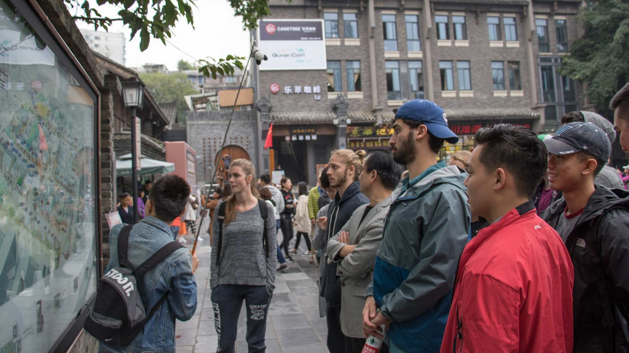 TEAN Students on a guided tour over the Chengdu Weekend Excursion